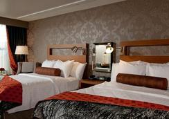 Six South St Hotel - Hanover - Bedroom