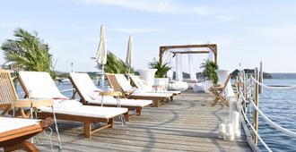 Mind Hotel Slovenija - LifeClass Hotels & Spa - פורטורוז - פטיו