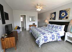 Blue Strawberry by the Sea - Lauderdale-by-the-Sea - Bedroom