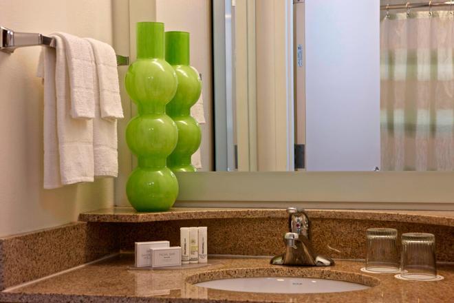紐華克自由國際機場萬豪春丘酒店 - 紐華克 - 紐瓦克 - 浴室