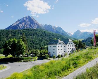 Typically Swiss Hotel Altana - Guarda - Building