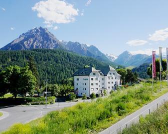 Typically Swiss Hotel Altana - Зент