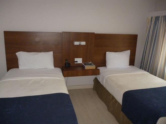 Hotel Tower House Suites - Panama City - Bedroom