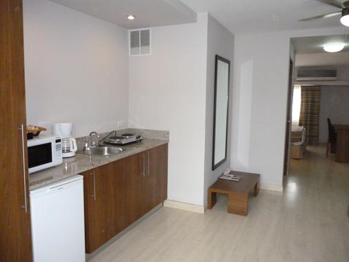 Hotel Tower House Suites - Panama City - Kitchen