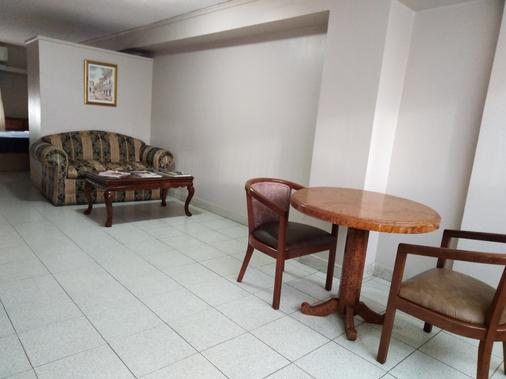 Hotel Tower House Suites - Panama Stadt - Wohnzimmer