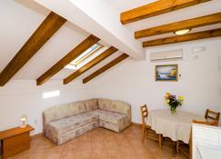 Eco Apartments Kate - Sudurad - Living room