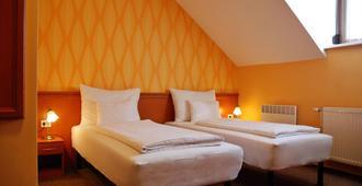 König Hotel - Pécs - Camera da letto