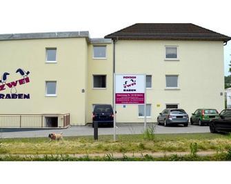 Zwei Raben Pension - Mohuč - Building