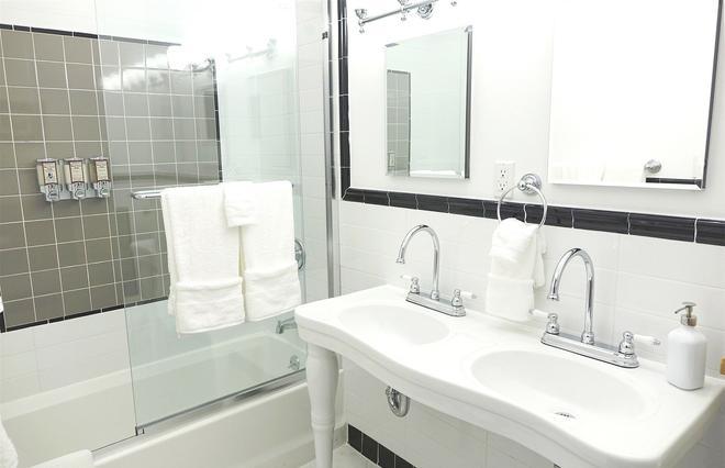 Henry Norman Hotel - Brooklyn - Bathroom