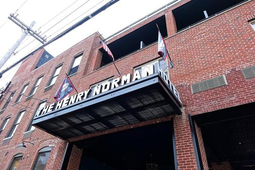 Henry Norman Hotel - Brooklyn - Building