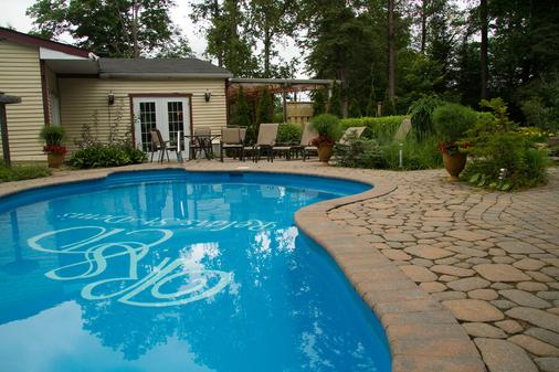 Relais St-Denis - Saint-Sauveur - Pool
