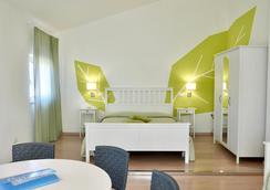 Petit Hotel - Camaiore - Bedroom