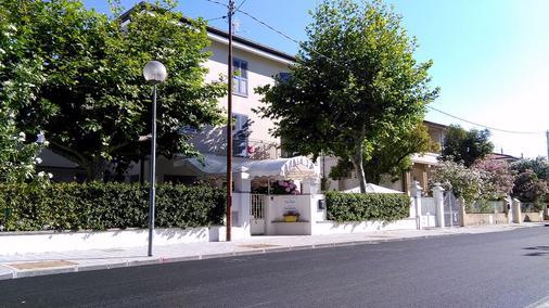 Petit Hotel - Camaiore - Edificio