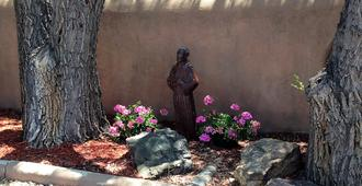 Pueblo Bonito Bed and Breakfast Inn - Santa Fe - Outdoor view