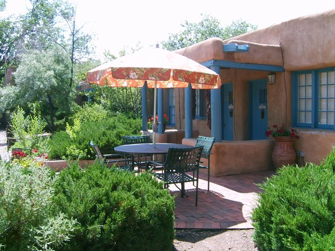Pueblo Bonito Bed and Breakfast Inn - Santa Fe - Patio