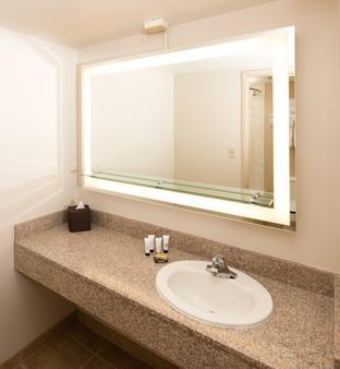 Centennial Hotel Spokane - Spokane - Bathroom