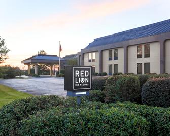 Red Lion Inn & Suites Hattiesburg - Hattiesburg - Building