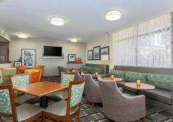 Red Lion Inn & Suites Hattiesburg - Hattiesburg - Hành lang