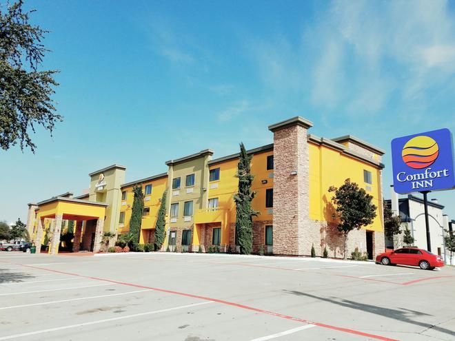 Comfort Inn Dallas Park Central - Dallas - Rakennus