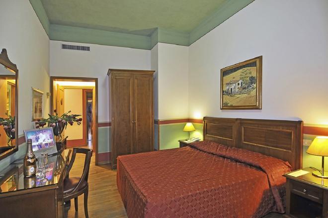 Hotel Europa - Camaiore - Bedroom