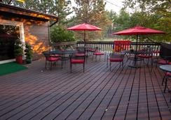 Bavarian Inn Black Hills - Custer - Patio
