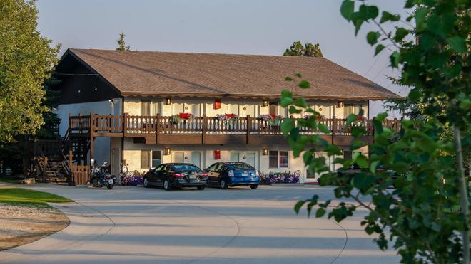 Bavarian Inn Black Hills - Custer - Building