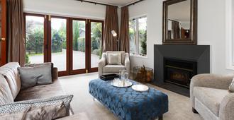 The Townhouse - Tauranga - Living room