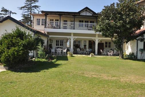 Hotel Springfields - Shimla - Building