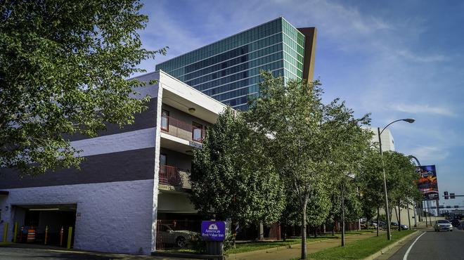 Americas Best Value Inn St. Louis Downtown - St. Louis - Gebäude