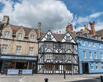 The Fleece at Cirencester - Cirencester - Building
