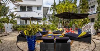 Beachside All Suites Hotel, a South Beach Group Hotel - Майами-Бич - Патио