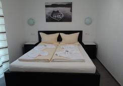 Hilda Apartments - Rust - Bedroom