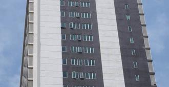Ramada Suites by Wyndham Kuala Lumpur City Centre - Kuala Lumpur - Building