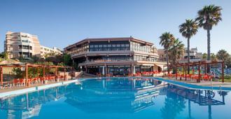 Auramar Beach Resort - אלבופרה - בריכה