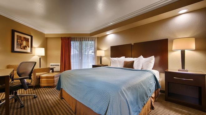 Best Western PLUS Wine Country Inn & Suites - Santa Rosa - Schlafzimmer