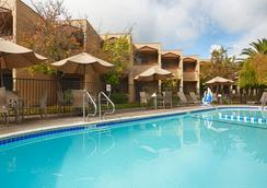 Best Western PLUS Wine Country Inn & Suites - Santa Rosa - Πισίνα