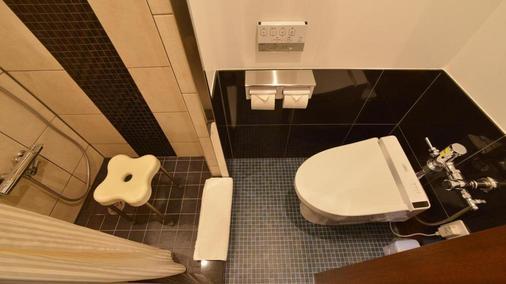 Okinawa Kariyushi Lch. Izumizaki Kenchomae - Naha - Bathroom