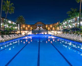 San Nicolas Hotel and Casino - Enseada - Piscina