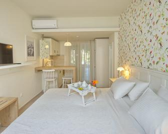 Liadromia Hotel - Patitiri - Спальня