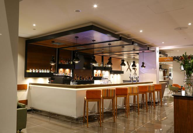 Hilton Garden Inn Nairobi Airport - Nairobi - Bar
