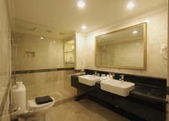 Metro Park View Hotel - Semarang - Bathroom
