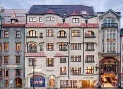 Stage 12 - Innsbruck - Building