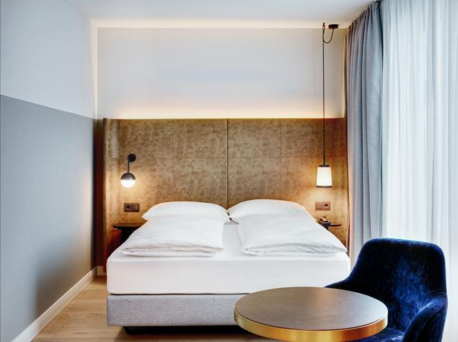 Stage 12 - Innsbruck - Bedroom