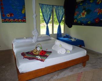 Lonnoc Eco Beach Bungalows - Hog Harbour - Bedroom