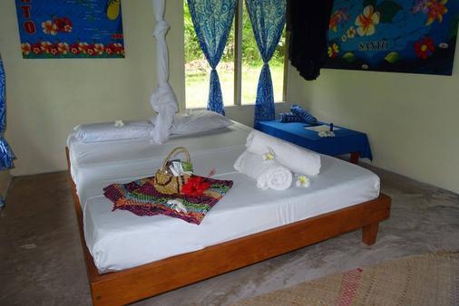 Lonnoc Beach Bungalow - Hog Harbour - Bedroom