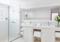 Couples Sans Souci - Ocho Rios - Bathroom