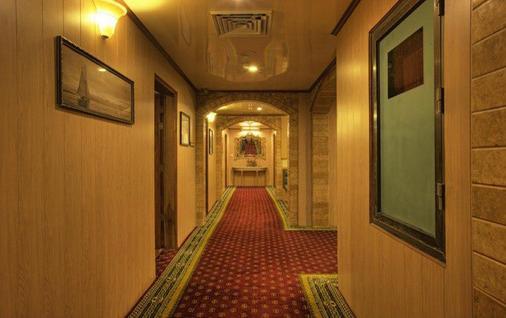 Hotel Days Inn - Karachi - Hallway