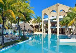 梅里亞美洲酒店- 僅限成人 - Varadero - 游泳池