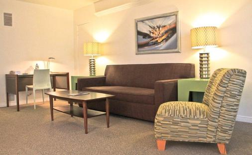 Magic Castle Hotel - Los Angeles - Living room