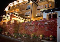 Hotel Restaurant Häupl - Seewalchen - Outdoors view